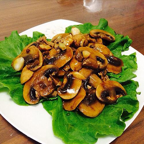 瘦肉炒双孢菇