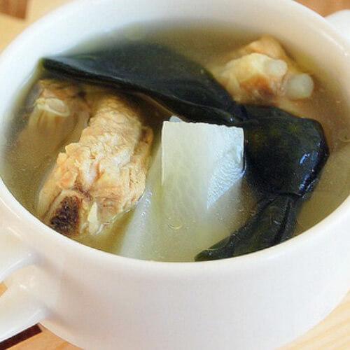 自制萝卜海带排骨汤