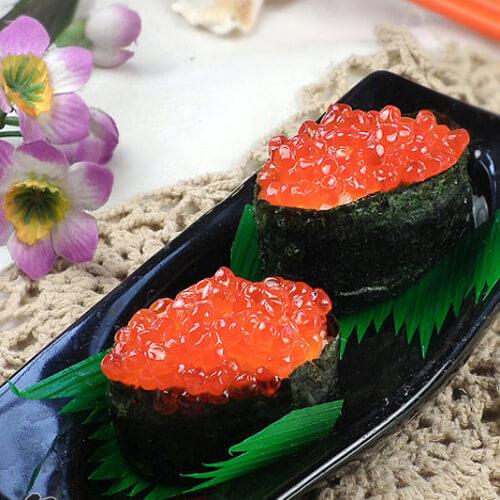 生菜鱼子酱寿司