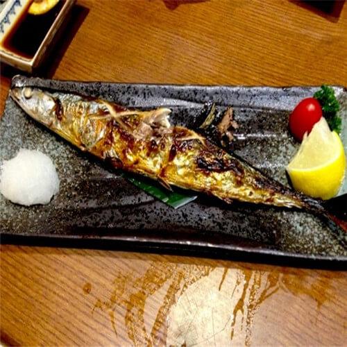 剁椒烤秋刀鱼
