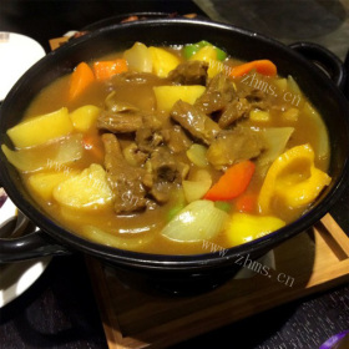 咖喱牛肉炖土豆香菇