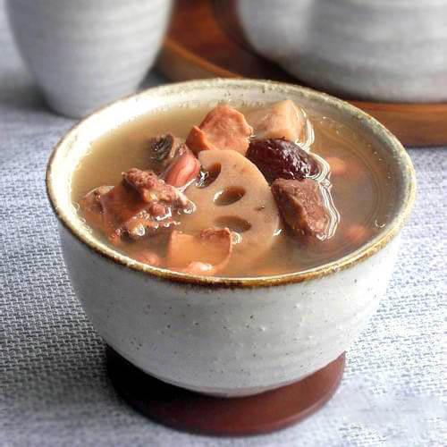 莲藕墨鱼大骨汤