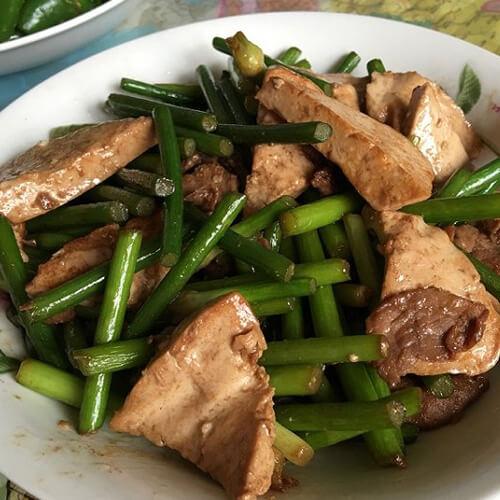 蒜苔豆腐炒肉