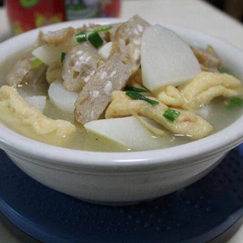 鱼饼萝卜汤