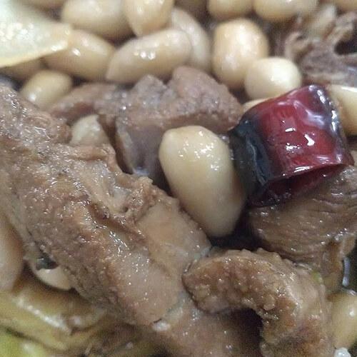 咸鸭腿煮花生米