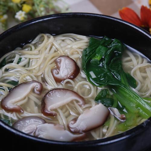 色香味浓的香菇青菜面