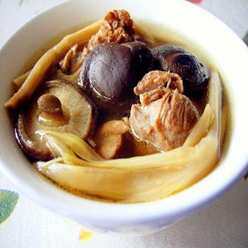 黄花菜炖排骨汤