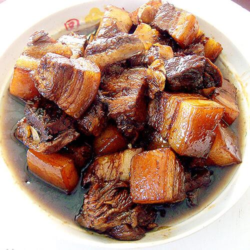 红烧肉炖黄蘑