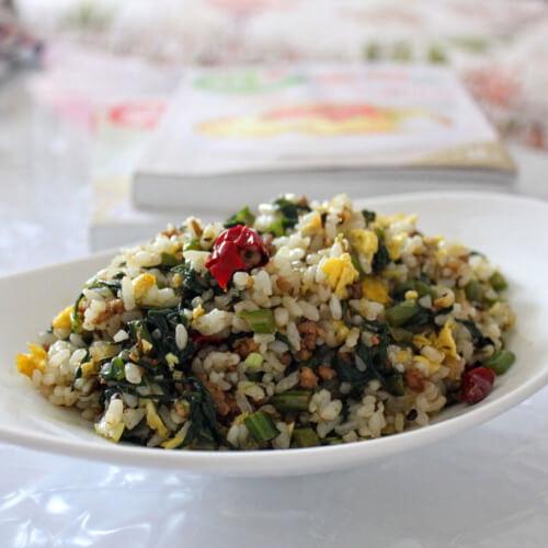藕带菜叶炒饭