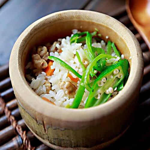 竹筒鸡肉米饭
