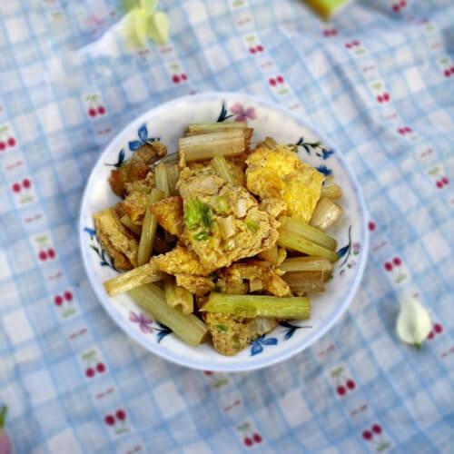 芹菜炒土鸡蛋