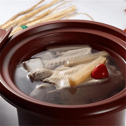 人参炖鸡汤
