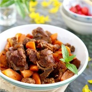 滋补的胡萝卜炖羊肉