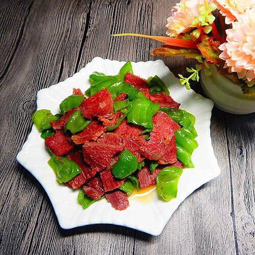 青萝卜辣椒炒卤牛肉