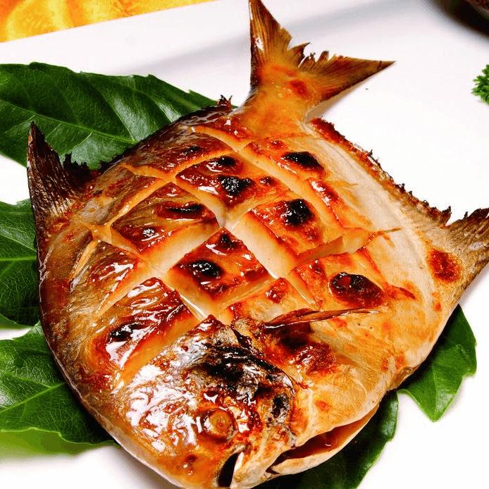 蒜香烤鲳鱼