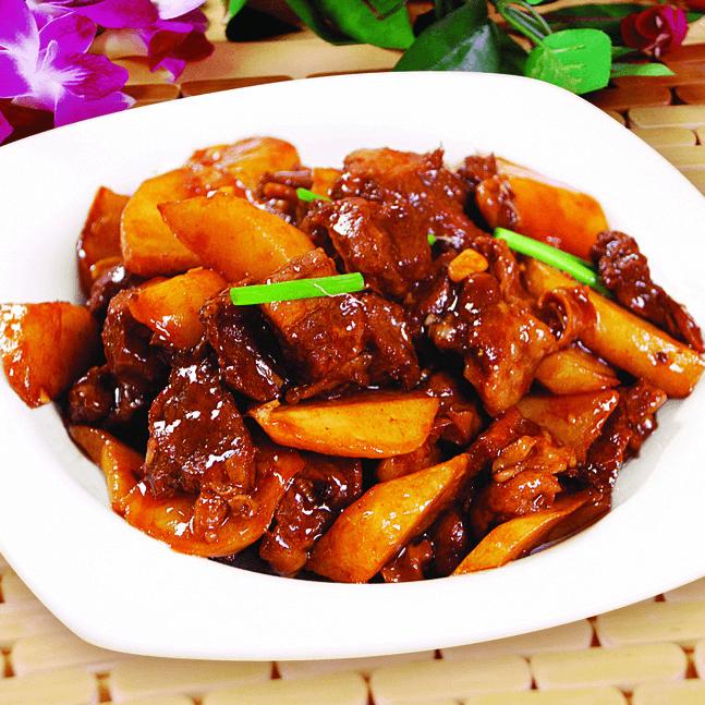 美味的土豆烧牛肉