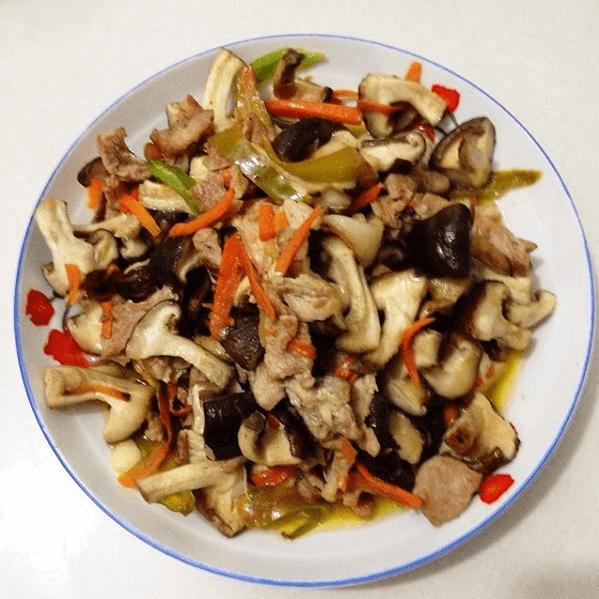 妈妈做的香菇炒肉