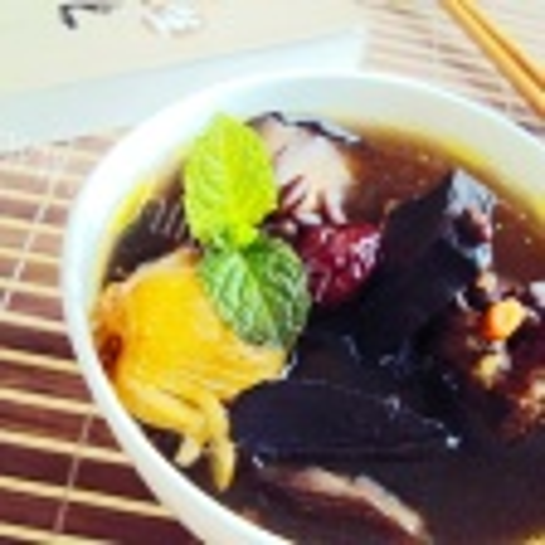 黑豆骨头汤