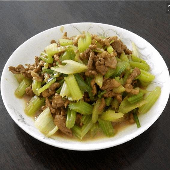 家常芹菜炒肉