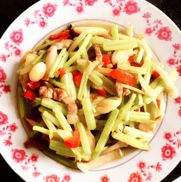 营养的芹菜炒肉