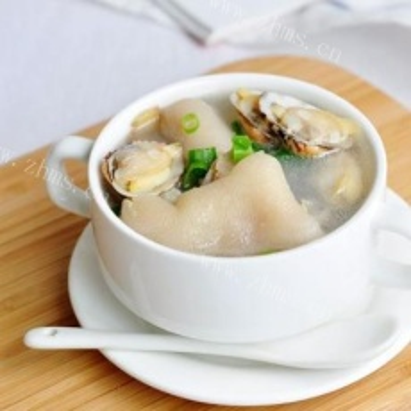 美味的黄豆猪蹄汤