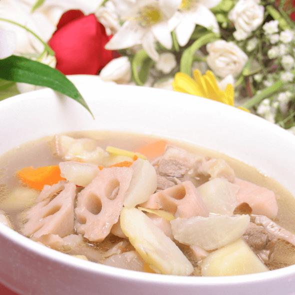 美味的莲藕排骨汤