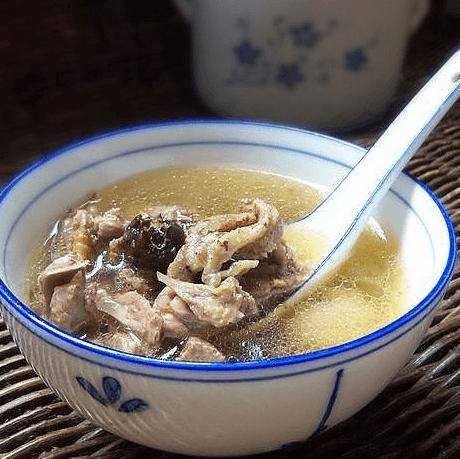 香喷喷的鸽子汤
