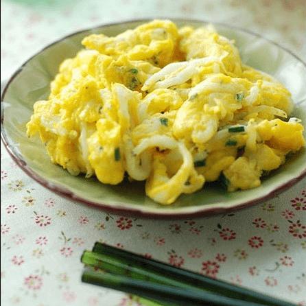 可口的银鱼炒蛋