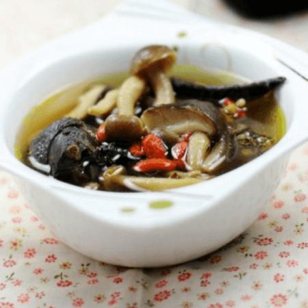 鲜美筋道蘑菇汤