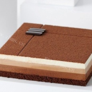 诱人的巧克力慕斯蛋糕