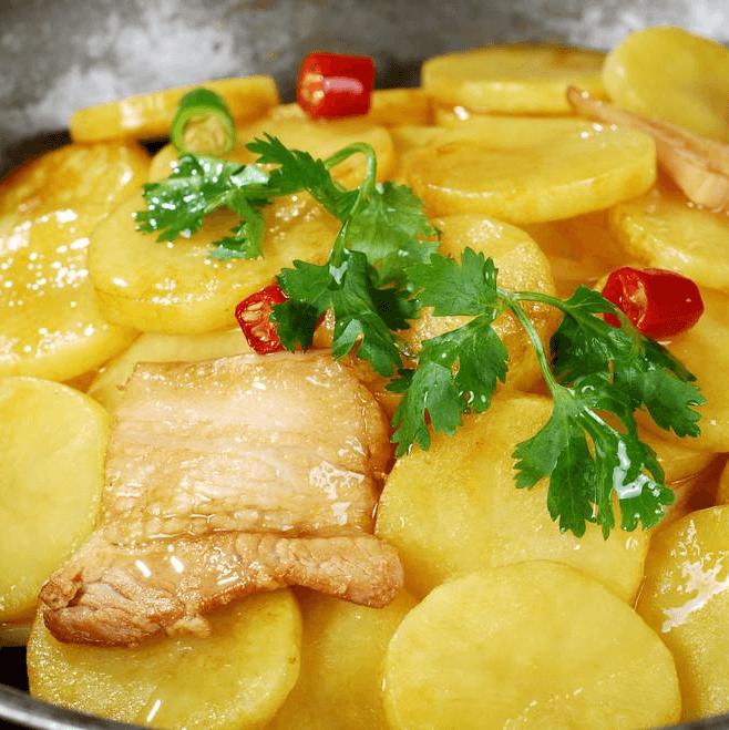味道不错的土豆烧肉