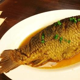 热腾腾的炖鱼