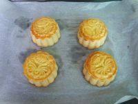 自己做的金沙奶黄月饼