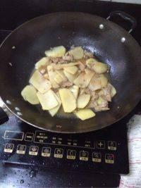 口感极佳的土豆炒肉片