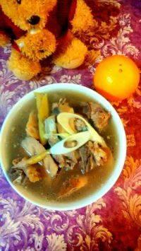 家常菜排骨藕汤