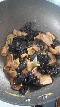 家常菜黑木耳炒肉