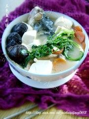 美味的三色鱼头汤