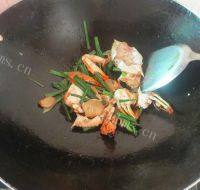 家常菜姜葱炒蟹