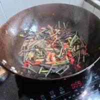 简单易做的酸辣蕨菜