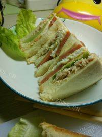 自己做的金枪鱼三明治