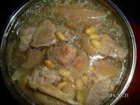 家常黄豆猪蹄汤
