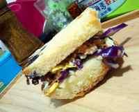 简单的金枪鱼三明治