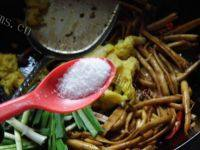 经典爽口干煸茶树菇
