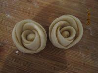 甘脆的玫瑰花卷