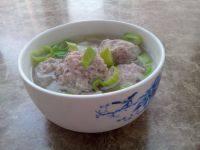 美味的肉丸汤