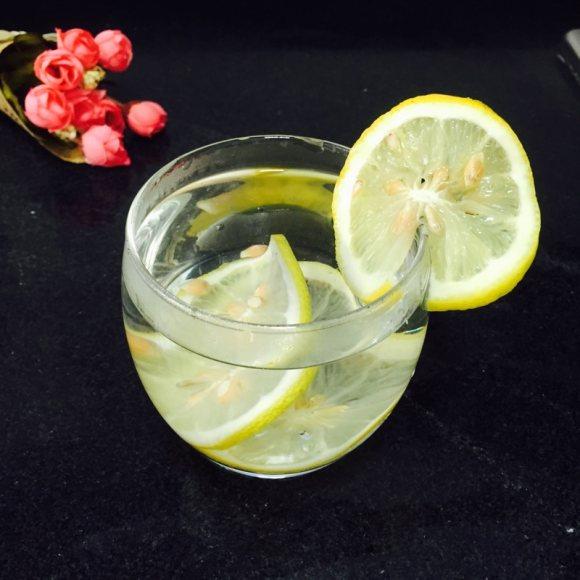满口清香的柠檬水