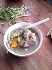 美味的大骨汤