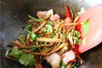 自制干锅茶树菇