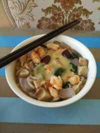 美味的海鲜汤面