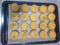 自制莲蓉蛋黄月饼